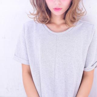 外国人風 イルミナカラー ゆるふわ フェミニン ヘアスタイルや髪型の写真・画像