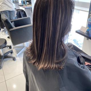 ミディアム ストリート ホワイトハイライト ハイライト ヘアスタイルや髪型の写真・画像