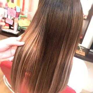 ハイライト ロング ベージュ ミルクティー ヘアスタイルや髪型の写真・画像