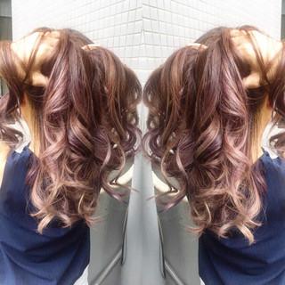 イルミナカラー グレージュ ロング メッシュ ヘアスタイルや髪型の写真・画像