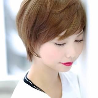 丸顔 ショート ナチュラル 大人かわいい ヘアスタイルや髪型の写真・画像