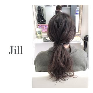 ショート 暗髪 グレーアッシュ ポニーテール ヘアスタイルや髪型の写真・画像