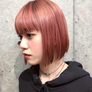 切りっぱなし グレージュ ピンク ボブ ヘアスタイルや髪型の写真・画像