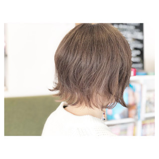 外ハネ ナチュラル こなれ感 ミルクティー ヘアスタイルや髪型の写真・画像 ヘアスタイルや髪型の写真・画像