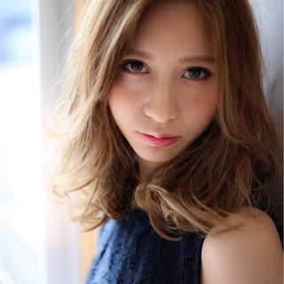 アッシュ セミロング 外国人風 大人かわいい ヘアスタイルや髪型の写真・画像 ヘアスタイルや髪型の写真・画像