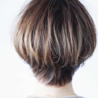 ボブ ナチュラル グレージュ 大人ハイライト ヘアスタイルや髪型の写真・画像 ヘアスタイルや髪型の写真・画像