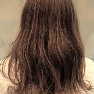 ロング 外国人風カラー ウェーブ ナチュラル ヘアスタイルや髪型の写真・画像