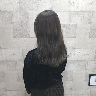 セミロング ダブルカラー ナチュラル ハイトーン ヘアスタイルや髪型の写真・画像
