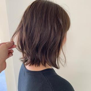 外ハネボブ ヘアアレンジ アンニュイほつれヘア 切りっぱなしボブ ヘアスタイルや髪型の写真・画像
