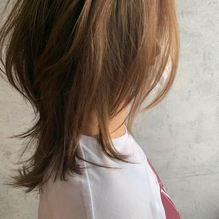 ミディアム ウルフカット ナチュラル ニュアンスウルフ ヘアスタイルや髪型の写真・画像