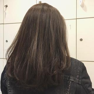 ミディアム ナチュラル アッシュグレージュ ハイライト ヘアスタイルや髪型の写真・画像 ヘアスタイルや髪型の写真・画像