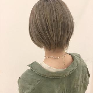 透明感 ショート ハイトーン グレージュ ヘアスタイルや髪型の写真・画像