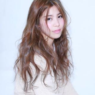 外国人風 ガーリー フェミニン アッシュ ヘアスタイルや髪型の写真・画像 ヘアスタイルや髪型の写真・画像