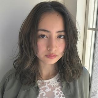 モード カーキアッシュ 抜け感 外国人風 ヘアスタイルや髪型の写真・画像