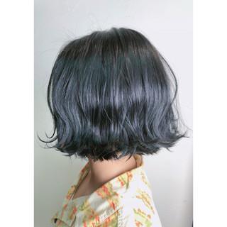 グレージュ 暗髪 切りっぱなし ナチュラル ヘアスタイルや髪型の写真・画像