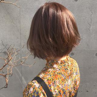ナチュラル 抜け感 外ハネ グレージュ ヘアスタイルや髪型の写真・画像