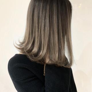 ミディアム バレイヤージュ エレガント 外国人風 ヘアスタイルや髪型の写真・画像