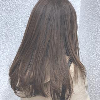 デート ベージュ ストレート ロング ヘアスタイルや髪型の写真・画像