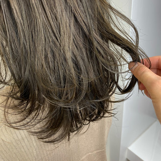セミロング ベージュ 3Dハイライト アッシュベージュ ヘアスタイルや髪型の写真・画像