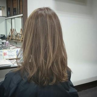 ナチュラル ダブルカラー アッシュ ハイライト ヘアスタイルや髪型の写真・画像