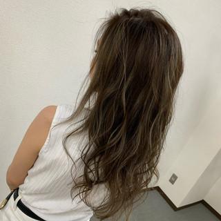 ベージュ 圧倒的透明感 ハイライト エレガント ヘアスタイルや髪型の写真・画像