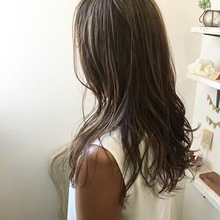 ナチュラル 外国人風カラー バレイヤージュ ハイライト ヘアスタイルや髪型の写真・画像 ヘアスタイルや髪型の写真・画像