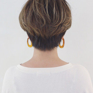 ハイライト 前下がり マニッシュ かっこいい ヘアスタイルや髪型の写真・画像