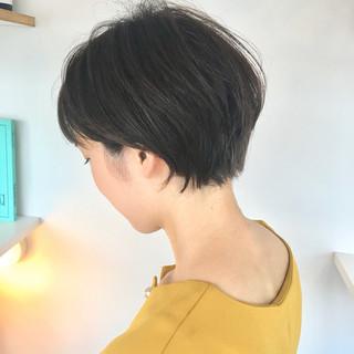 ナチュラル ショートボブ ショートヘア 切りっぱなしボブ ヘアスタイルや髪型の写真・画像