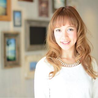 ガーリー ロング 外国人風 パーマ ヘアスタイルや髪型の写真・画像