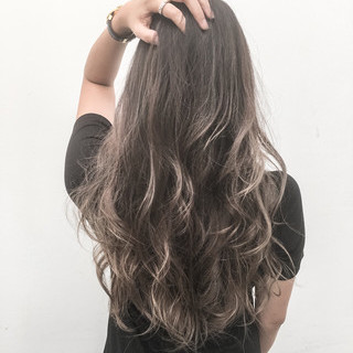 セミロング 外国人風 ハイライト 色気 ヘアスタイルや髪型の写真・画像