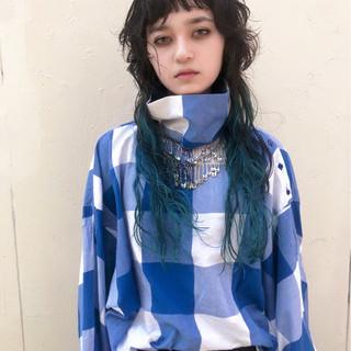 インナーカラー ブルー ロング フェミニン ヘアスタイルや髪型の写真・画像 ヘアスタイルや髪型の写真・画像