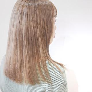 ハイトーンカラー ミルクティーベージュ ミディアム ナチュラル ヘアスタイルや髪型の写真・画像