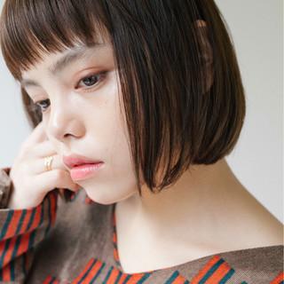 前髪あり 暗髪 大人かわいい ナチュラル ヘアスタイルや髪型の写真・画像