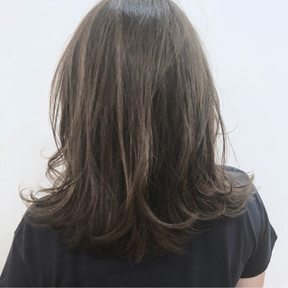 ナチュラル ミディアム アッシュ 透明感 ヘアスタイルや髪型の写真・画像 ヘアスタイルや髪型の写真・画像
