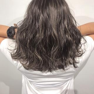 アッシュベージュ ガーリー ベージュ グレージュ ヘアスタイルや髪型の写真・画像