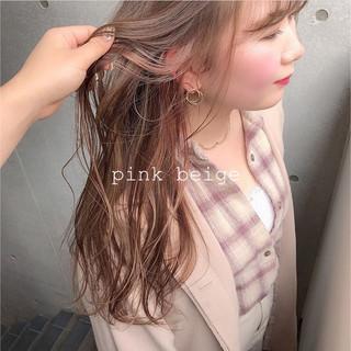 ベージュ インナーカラー 透明感カラー ピンクベージュ ヘアスタイルや髪型の写真・画像