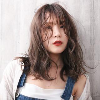 アンニュイほつれヘア ナチュラル 透明感カラー ミディアム ヘアスタイルや髪型の写真・画像