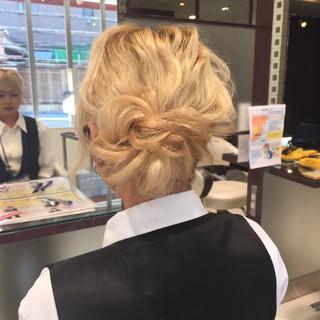 簡単ヘアアレンジ ヘアアレンジ ロング パーマ ヘアスタイルや髪型の写真・画像