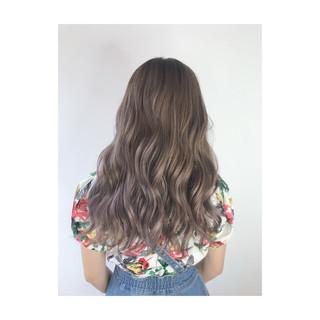 ブリーチカラー 艶髪 ナチュラル セミロング ヘアスタイルや髪型の写真・画像