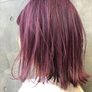 ナチュラル ブリーチオンカラー ピンクバイオレット 切りっぱなしボブ ヘアスタイルや髪型の写真・画像