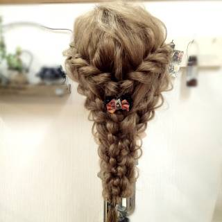 パーティ 編み込み アップスタイル 四つ編み ヘアスタイルや髪型の写真・画像
