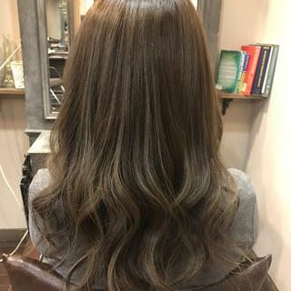 ロング ハイライト 外国人風カラー フェミニン ヘアスタイルや髪型の写真・画像