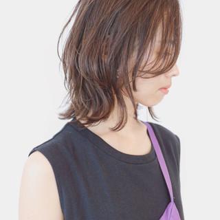 ウルフカット ミディアム レイヤーカット ボブ ヘアスタイルや髪型の写真・画像