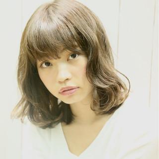 かわいい スモーキーカラー ナチュラル アッシュ ヘアスタイルや髪型の写真・画像
