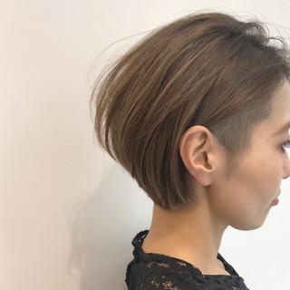 ショート モード 刈り上げ 抜け感 ヘアスタイルや髪型の写真・画像