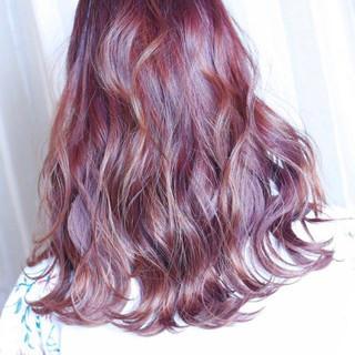 レッド セミロング ベージュ ブリーチ ヘアスタイルや髪型の写真・画像