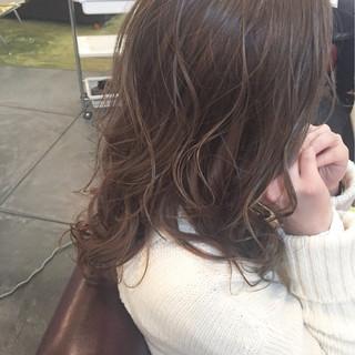 ハイライト ミルクティー ロング アッシュ ヘアスタイルや髪型の写真・画像 ヘアスタイルや髪型の写真・画像