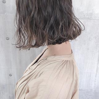 ミルクティーベージュ アッシュベージュ グレージュ ボブ ヘアスタイルや髪型の写真・画像