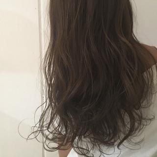 アッシュ 外国人風 グレージュ レイヤーカット ヘアスタイルや髪型の写真・画像