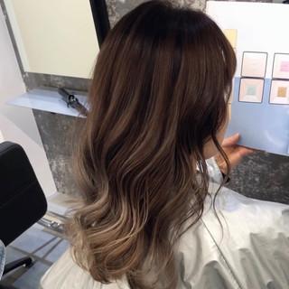 ミディアム ストリート バレイヤージュ デート ヘアスタイルや髪型の写真・画像
